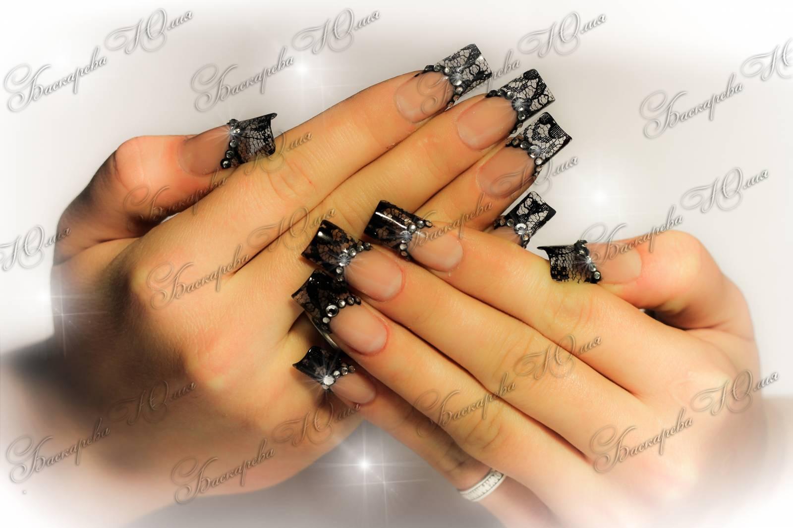 Ажур на ногтях черный